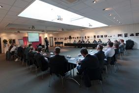 vergadering organiseren grote bijeenkomst