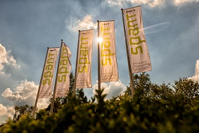 congreslocatie midden nederland vlaggen